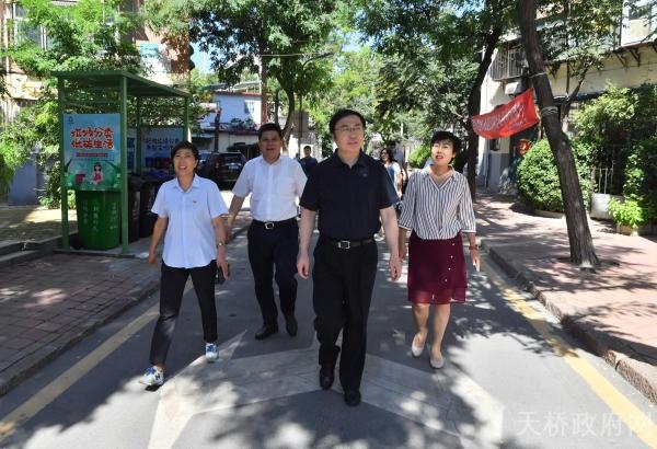 市委常委、宣传部部长杨峰到我区督导察看文明城市创建工作